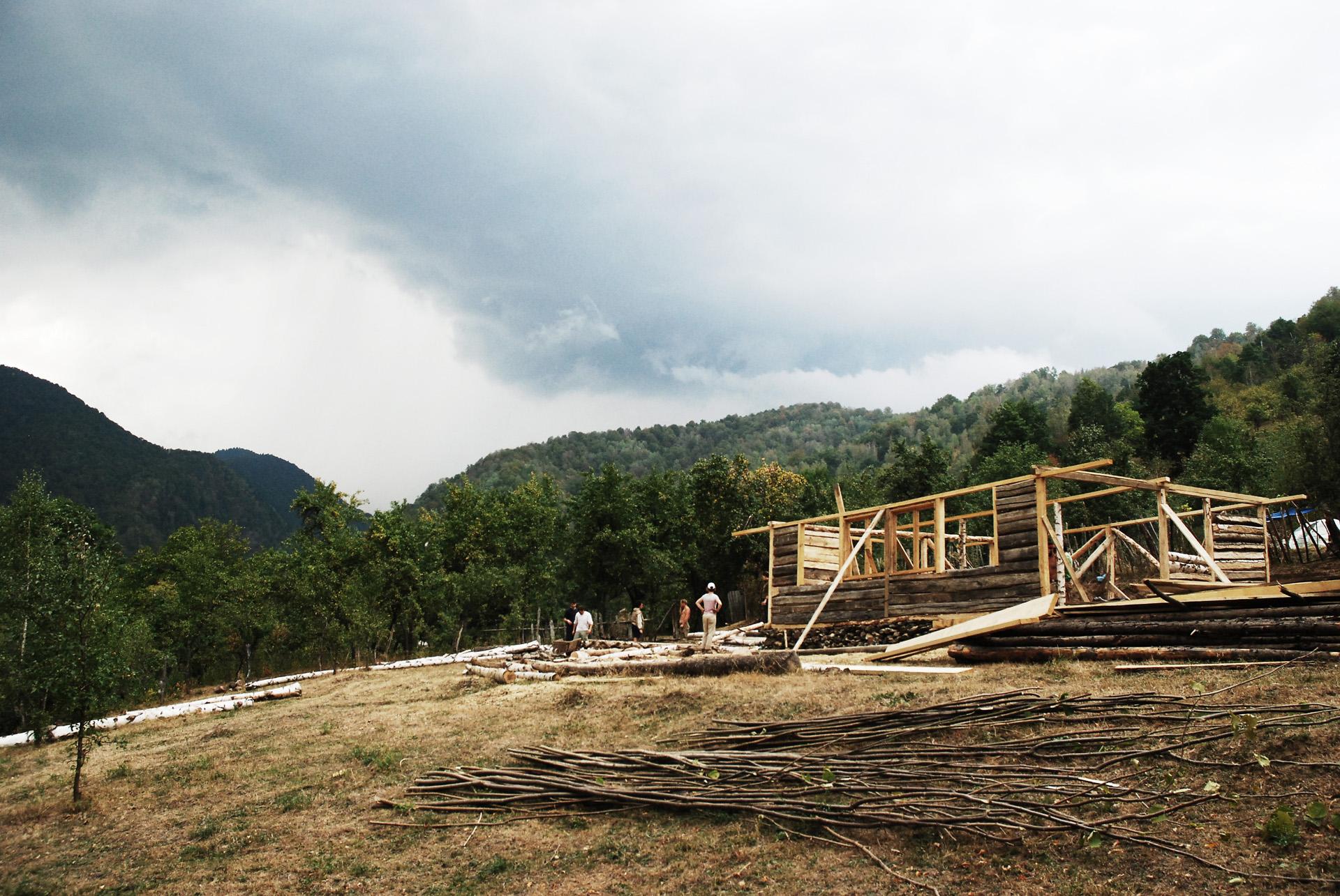 Eco Nomadic School, Brezoi 2014. Photo: courtesy of atelier d'architecture autogerée