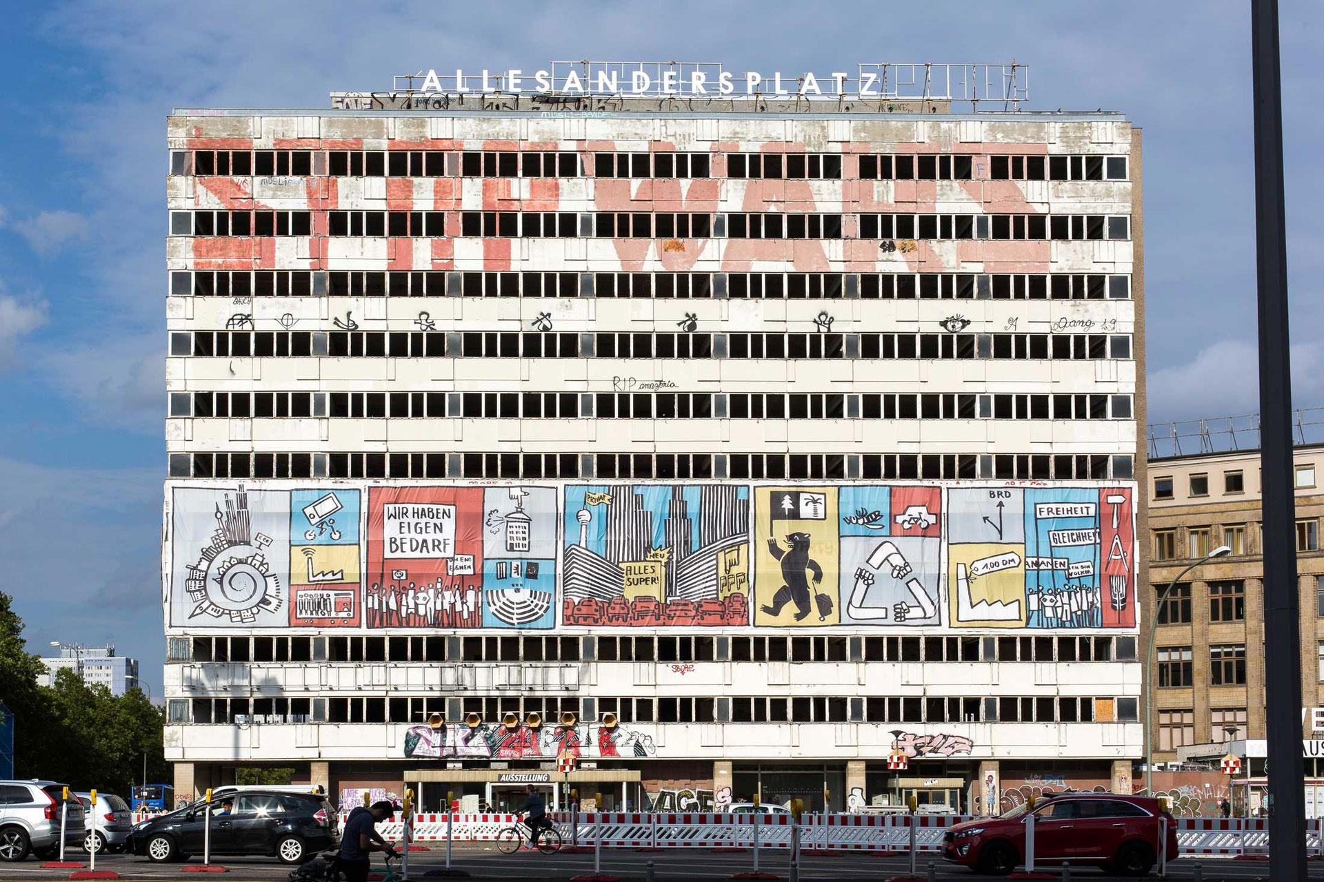 Haus der Statistik (with Allesandersplatz and Unser Leben 2020). Photo: Victoria Tomaschko